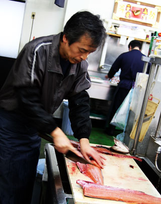 秋鮭加工風景