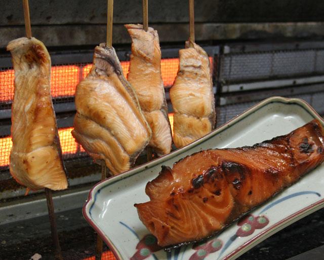 秋鮭調理風景