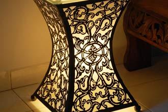 花台や飾り棚にもなるライト。サイドテーブル型間接照明アラベスク