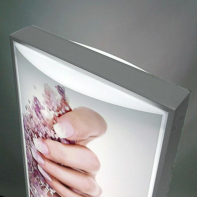 電飾スタンド看板貼り加工スペース