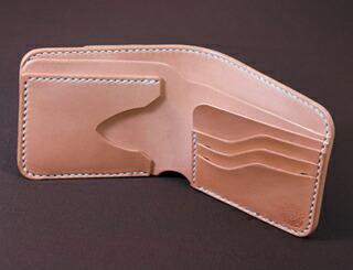 サドルバタフライウォレット 二つ折財布 革財布 革製品 見開き図