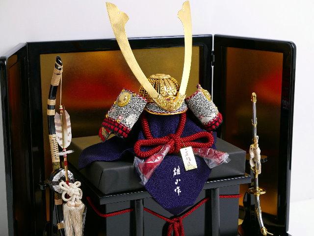 長鍬形黒小札赤糸威しの兜15号金屏風 兜飾り 雄山作 五月人形 兜平飾り