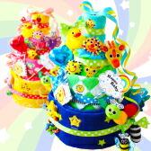 ケーキのデコレーションのようにおもちゃたくさんがついたSassy Fun!Fun!スマイリー!デラックス4段おむつケーキ