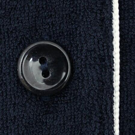 生地と同色系の「シックなボタン」