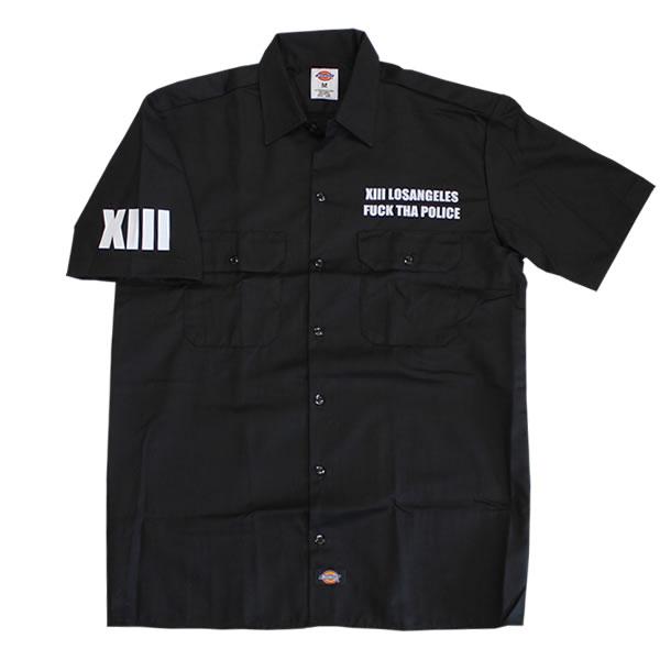 ディッキーズのワークシャツを着たモデル