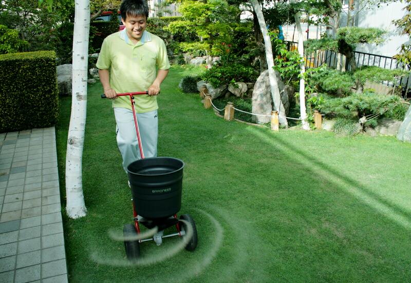 バロネス 焼砂・肥料散布機 MS25A 芝生のお手入れが簡単に!