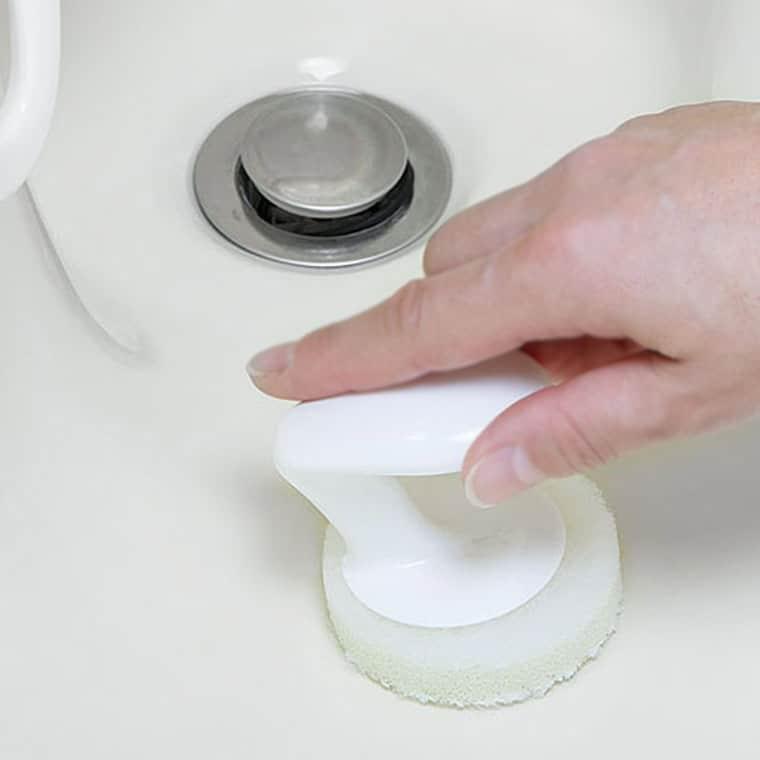 スポンジ「クロマメMK」手にぴた洗面台洗い
