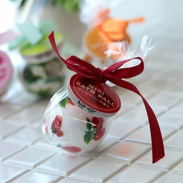 プチギフト 入浴剤「ミニバスボール」ストロベリーの香り(レッド)