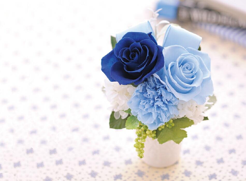 バラとリボンのアレンジメント ブルーの画像