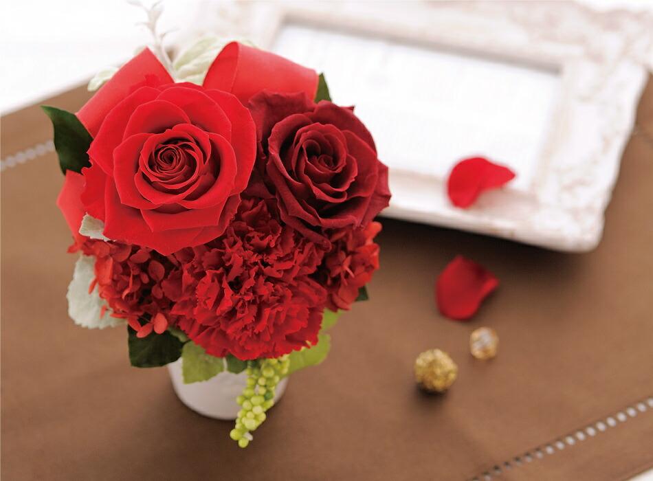 バラとリボンのアレンジメント レッドイメージ画像