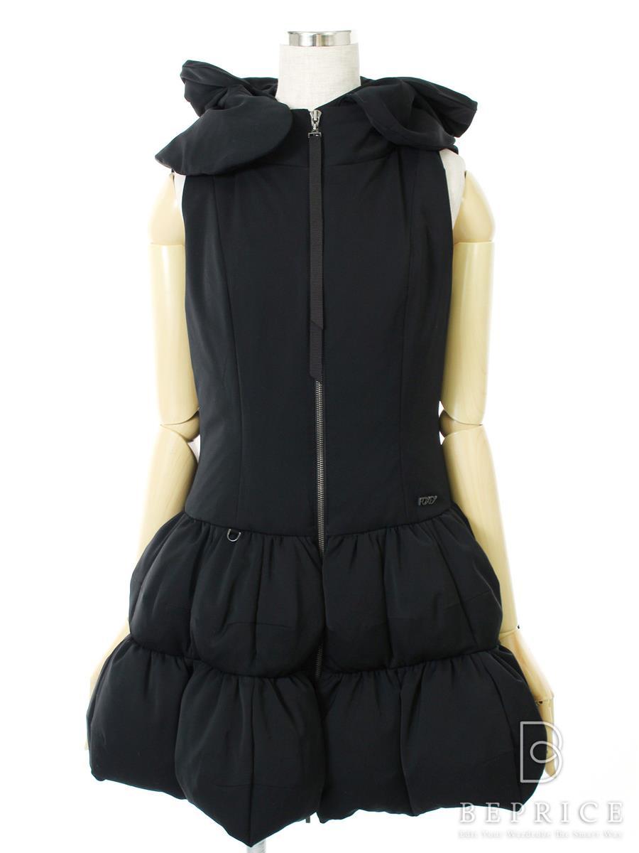フォクシーニューヨーク ダウンベスト フード付き 左裾にひっかきによる小さな穴あり