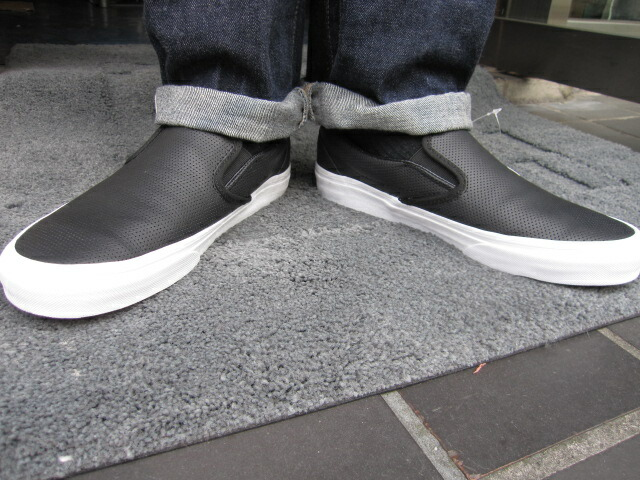 Varebiler Klassiske Slip-ons (perf Skinn) Svart dYbb1