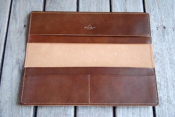 ポケットはA4サイズが3箇所とハーフサイズ2箇所の計5箇所