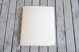 付属のバインダーは表紙が厚く丈夫な「コクヨ カラーパレットバインダー」を使用。</