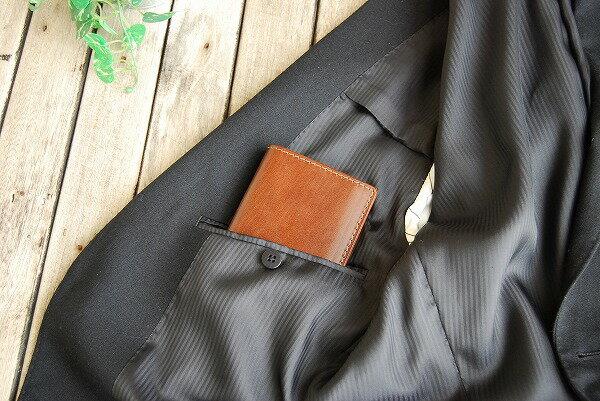 スーツのポケットにも入れやすいサイズです。