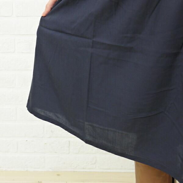 mao made(マオメイド) レーヨン ギャザー ノースリーブワンピース・291317の着用イメージ