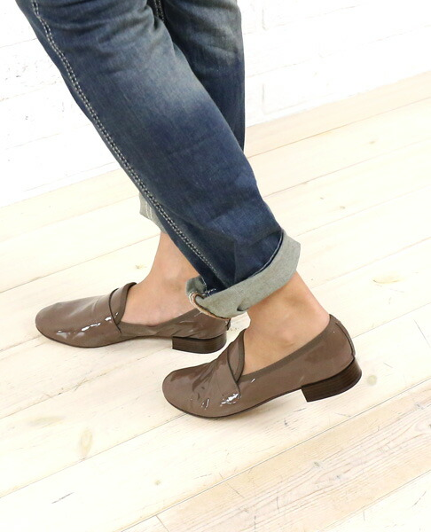 ad092cd9450 etre par bleu comme bleu  Patent leather enamel loafer slip-on shoes ...