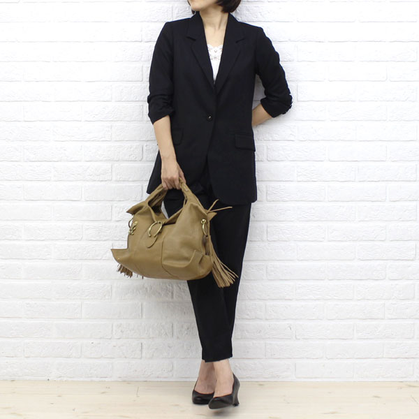 "Wearing image of handbag ""マルシェ"", -TL 640 with the TOFF&LOADSTONE( トフ & Rhodes ton) goat leather fringe"