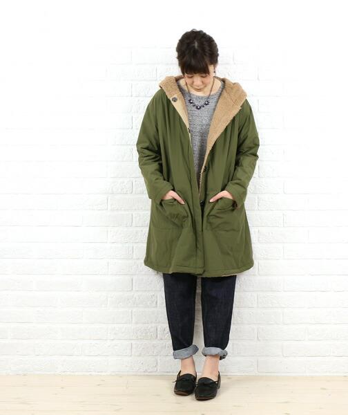 think natural(シンクナチュラル) コットン ナイロン ボア フード付き リバーシブル コート・5877 の着用イメージ