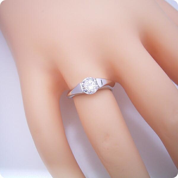 1カラット版:もの凄くスタイリッシュなデザインの婚約指輪