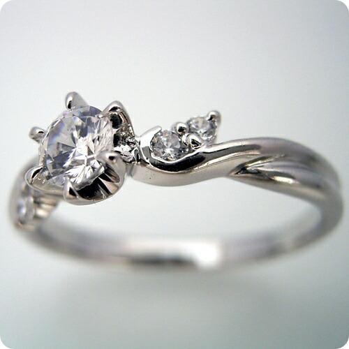 天使の羽デザイン6本爪の婚約指輪