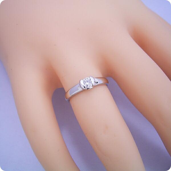 ごつしっかり伏せこみタイプの婚約指輪