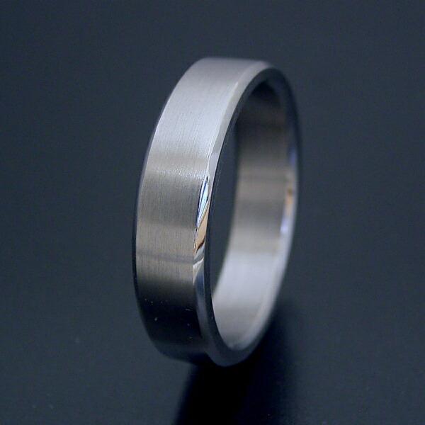 角を落とした「面取り」が美しい結婚指輪「極(きわみ)