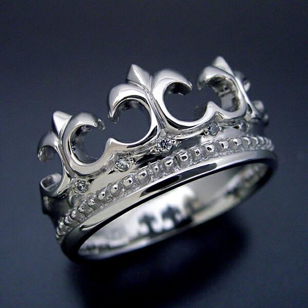 とても可愛らしいクロスモチーフの結婚指輪