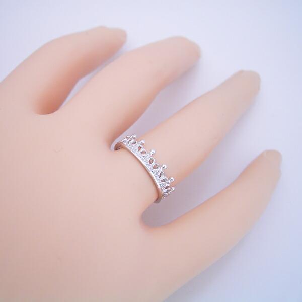 「ミルクに一滴の雫」がキーワードの結婚指輪