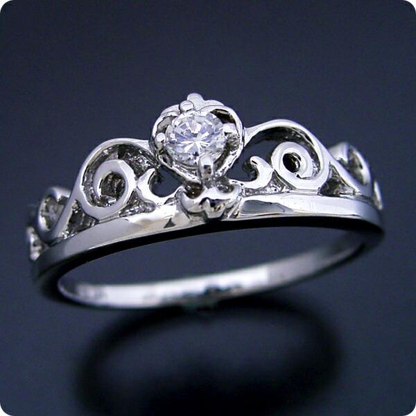 ティアラがモチーフの婚約指輪