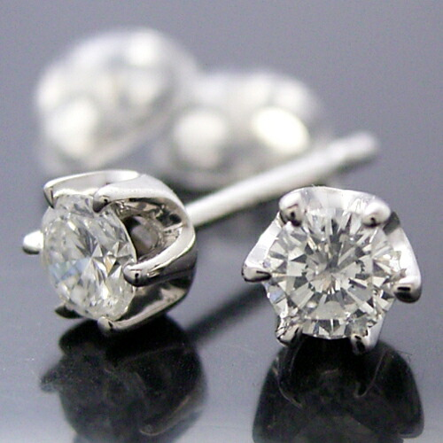 プラチナ・天然ダイヤモンド合計0.40カラット・ティファニータイプ6本爪スタッドピアス