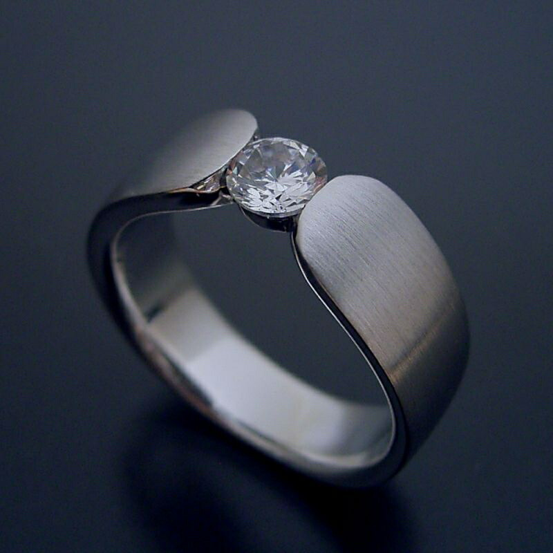 指当たりが最高の婚約指輪