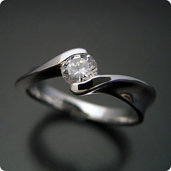 本当に美しいひねりの婚約指輪