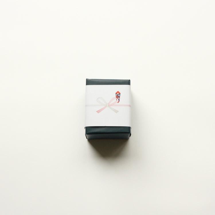 シンプルな紺色包装紙