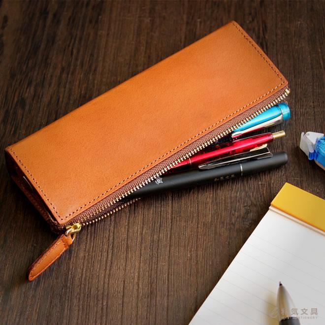 お気に入りのペンをたくさん収納できるロングセラー本革ペンケース