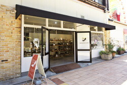 シューズイン神戸モザイク店1