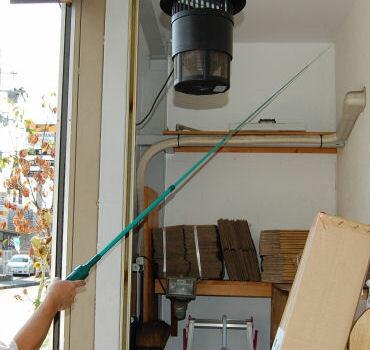 くもの巣キャッチャー4 電動式クモの巣クリーナー(掃除機)日本製 蜘蛛の巣除去駆除対策