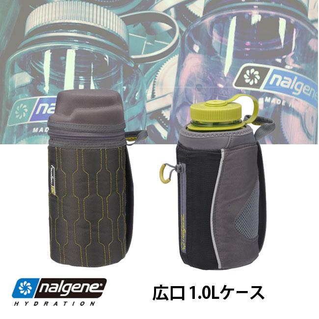 ナルゲン広口1.0L用のボトルケースです。内側がアルミシート仕様の保冷タイプはジッパー式の蓋を備えておりアウトドアでも清潔を保てます。ハンドヘルドはベルト付きで持ちやすく、落としにくい構造です。どちらもループ付きで、カラビナ等でバックパックに取り付けも可能なのでボトルの携帯に便利です。