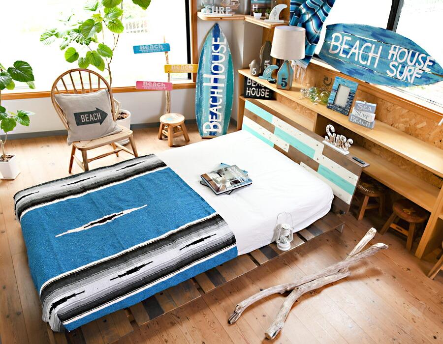 サーファーインテリアに合うダイニングテーブルボートハウスカラー
