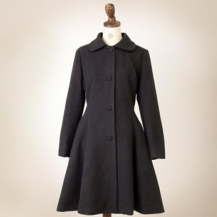 丸襟フレアシルエットのコート