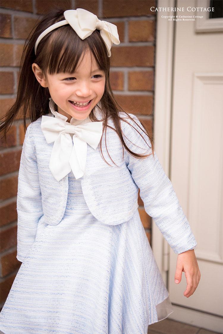 卒園式用フォーマル子供服を着た女の子