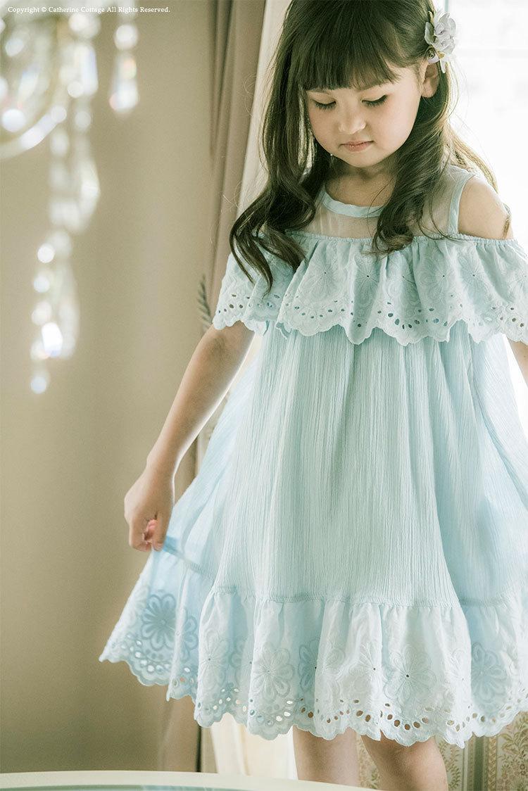 女の子用の白いシフォンワンピース