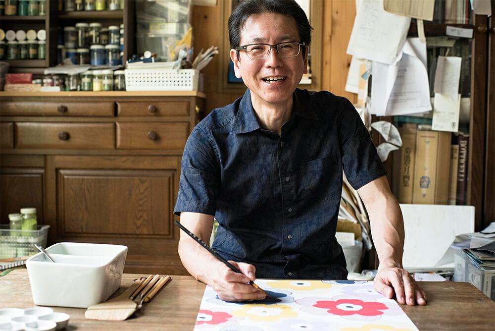 浴衣生地の柄を描く京都の絵師