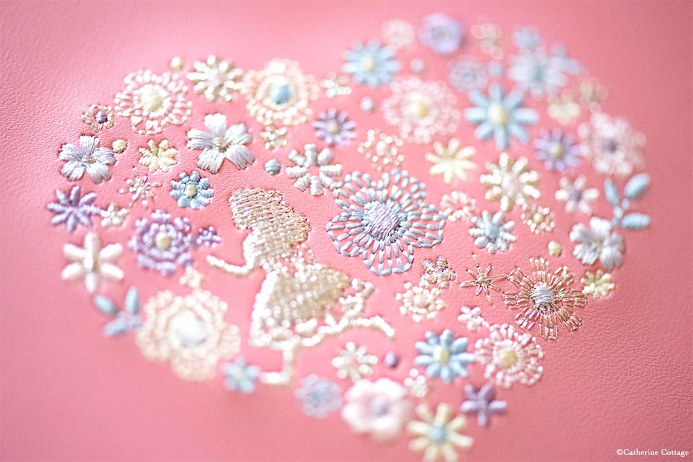 アリスモチーフの刺繍
