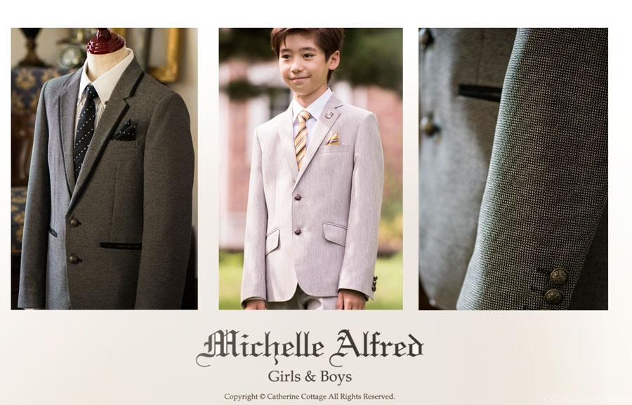 0147e446e6267 まだまだ続く立体ワーク 袖は、トルソーに着せたり、ハンガーにかけた状態で、自然に前振りになっているMichelle Alfredのスーツ