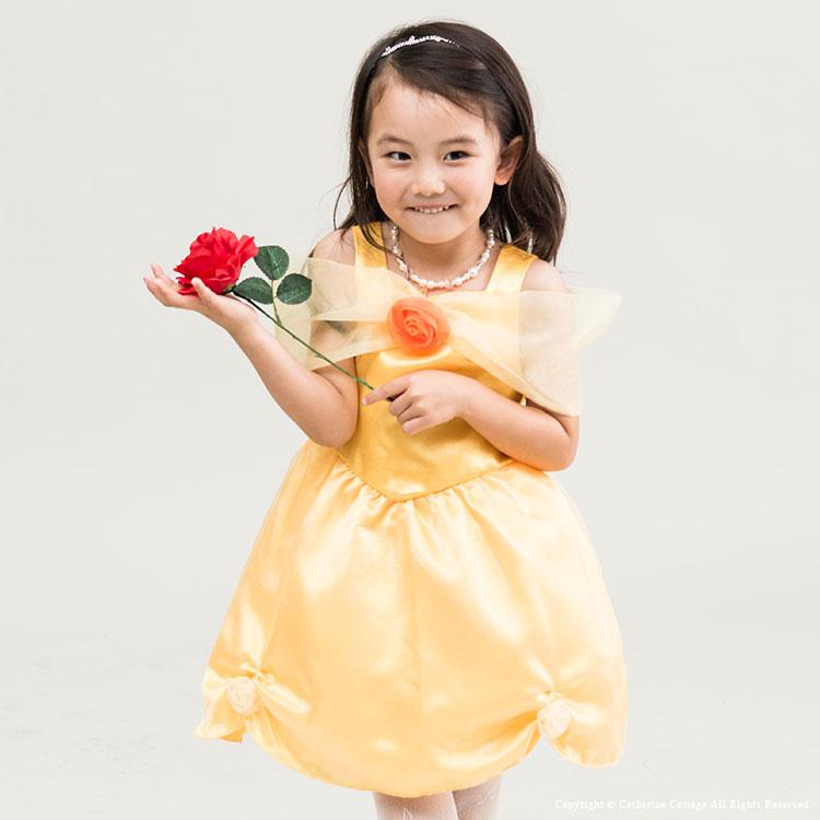 0fd4f275d1910 サテンの黄色が可憐な印象のドレス。 胸元、スカートの裾にも贅沢なフリルが。ウエスト部はプリンセスの気品漂うVライン。 子供ドレス黄色