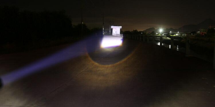 送料無料  超強力 作業用 LED ヘッドライト  XM-L T6 ズーム機能付 単三電池  野営 地震 釣り 自転車