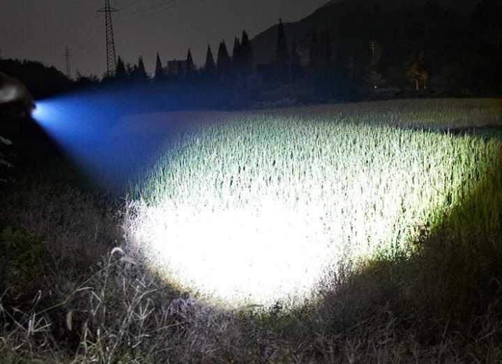 超強力 CREE XML-L2 懐中電灯 搭載ズーム機能付 ledライト 2500ルーメン 防滴加工 ハンディライト
