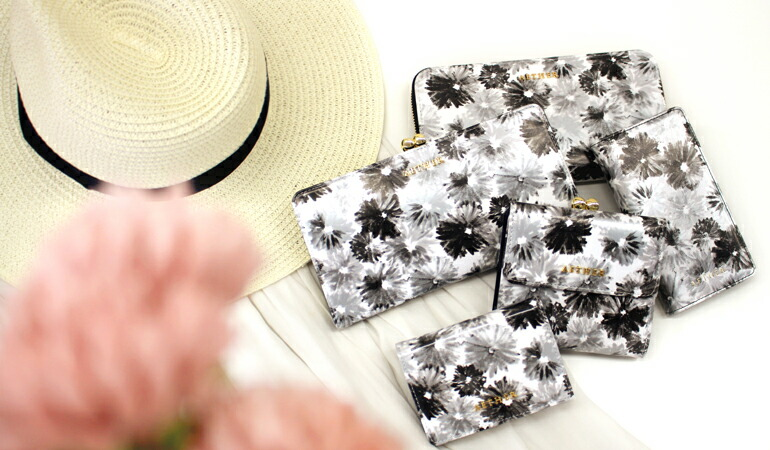 エーテル モノクロの花柄がかわいい本革かぶせ長財布