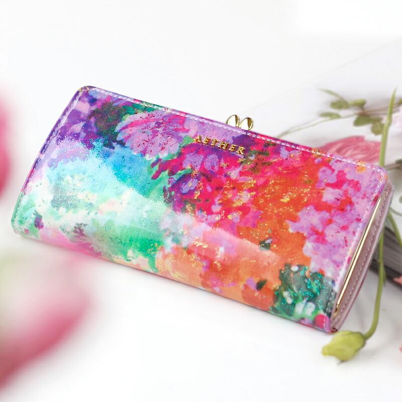 花柄のエナメルがま口長財布